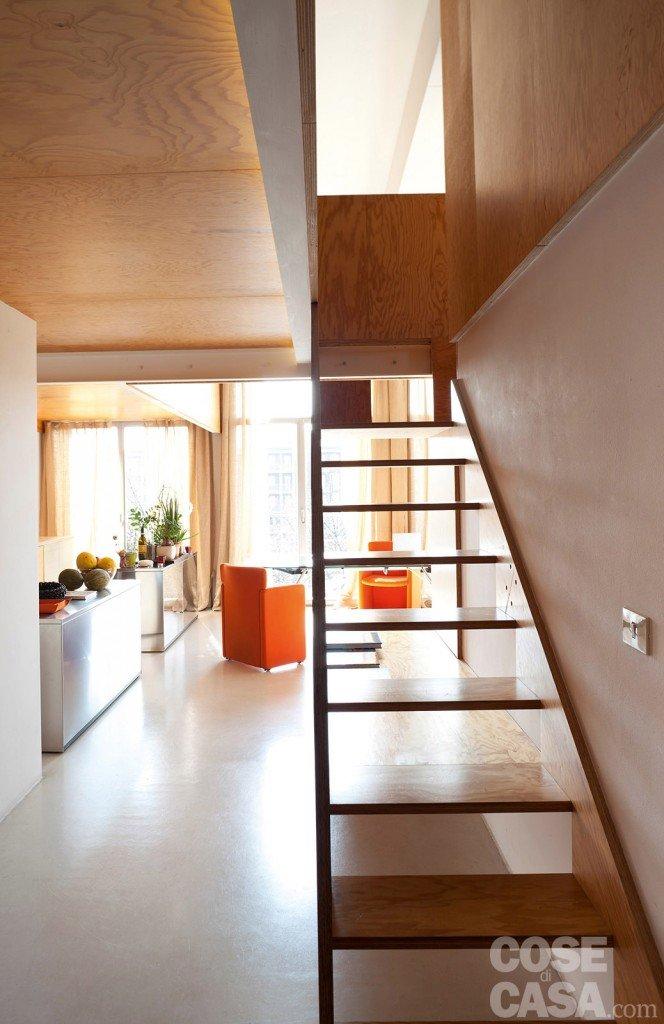 Loft una casa con materiali protagonisti e soppalco per for Piani casa fienile con soppalco