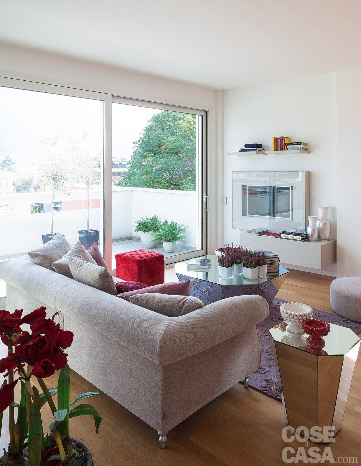 Open space contemporaneo una casa di 100 mq che sembra for Piccole planimetrie a 2 piani