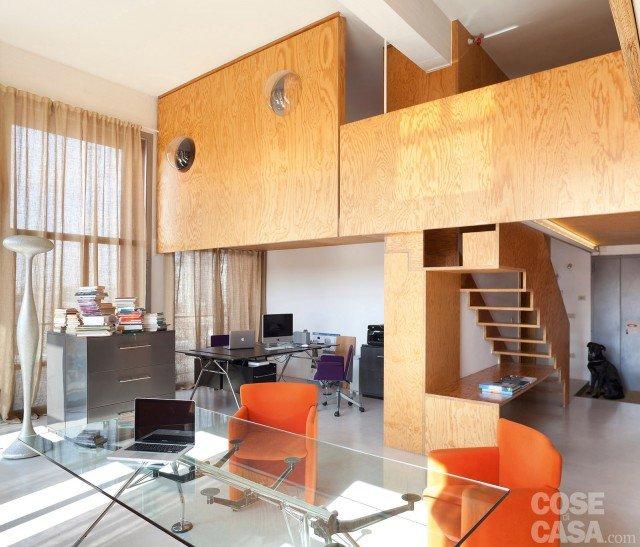 Loft: una casa con materiali protagonisti e soppalco per aumentare ...