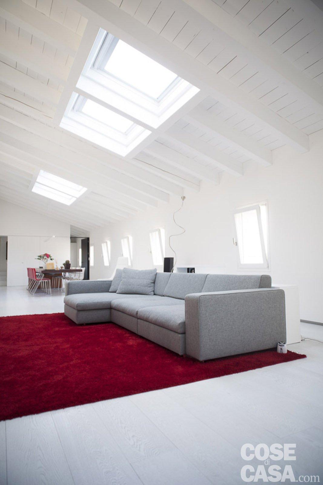 Una casa sottotetto organizzata come loft cose di casa for Come costruisco una casa
