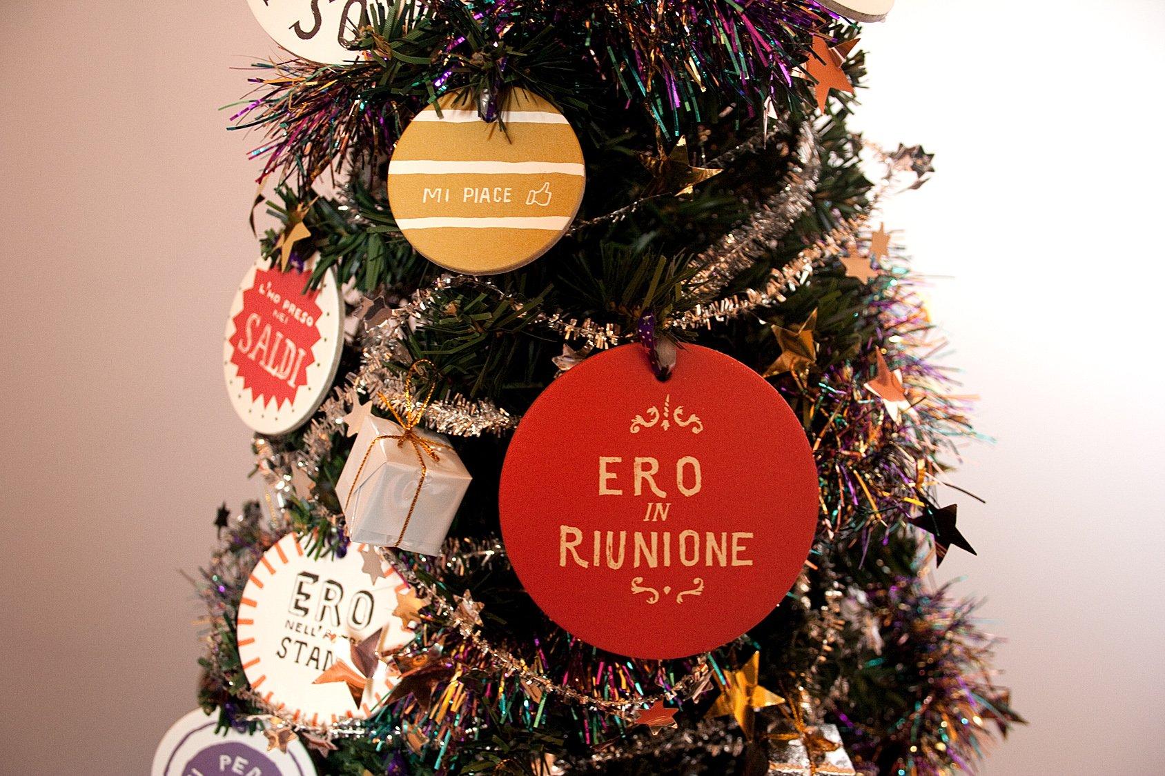 Addobbi natalizi l 39 albero di natale anche low cost cose - Oggettistica casa low cost ...