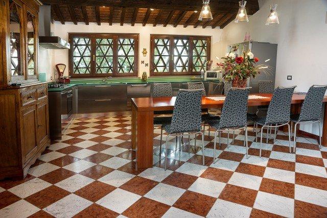 Pavimenti in marmo, travertino, alla veneziana. All'insegna della tradizione - Cose di Casa