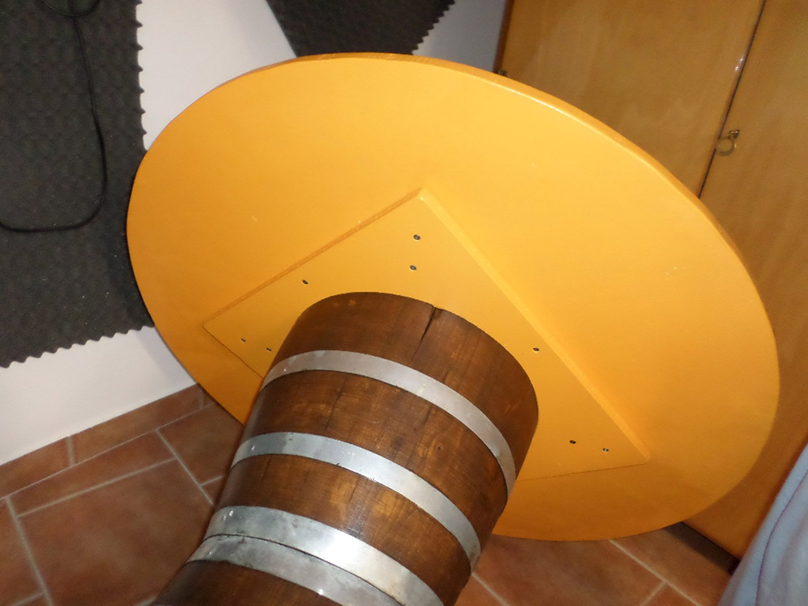 Riciclo creativo un tavolo con due mezze botti assemblate for Miniascensori usati