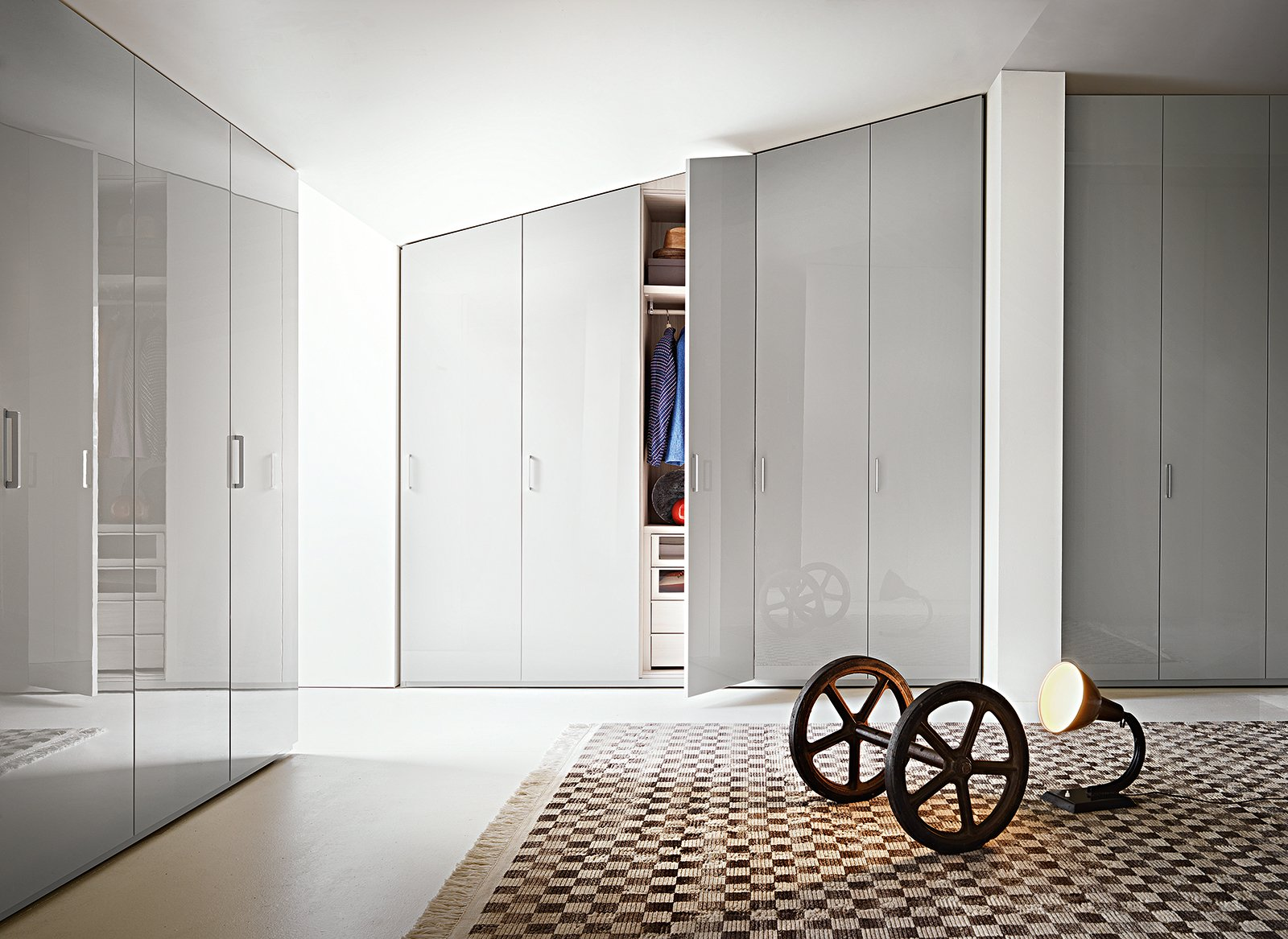 In mansarda sfruttare bene lo spazio sotto lo spiovente for Porte per mansarda