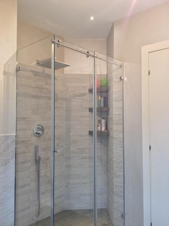 Una mansarda con dislivello progetto in 3d e foto della for Bagno con doccia