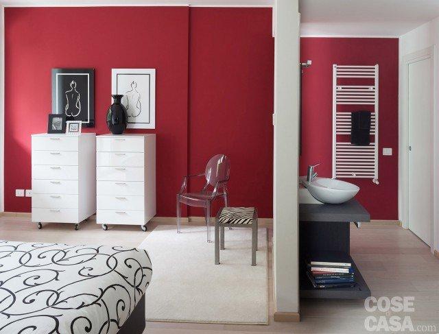 casa-camera-parete-rossa