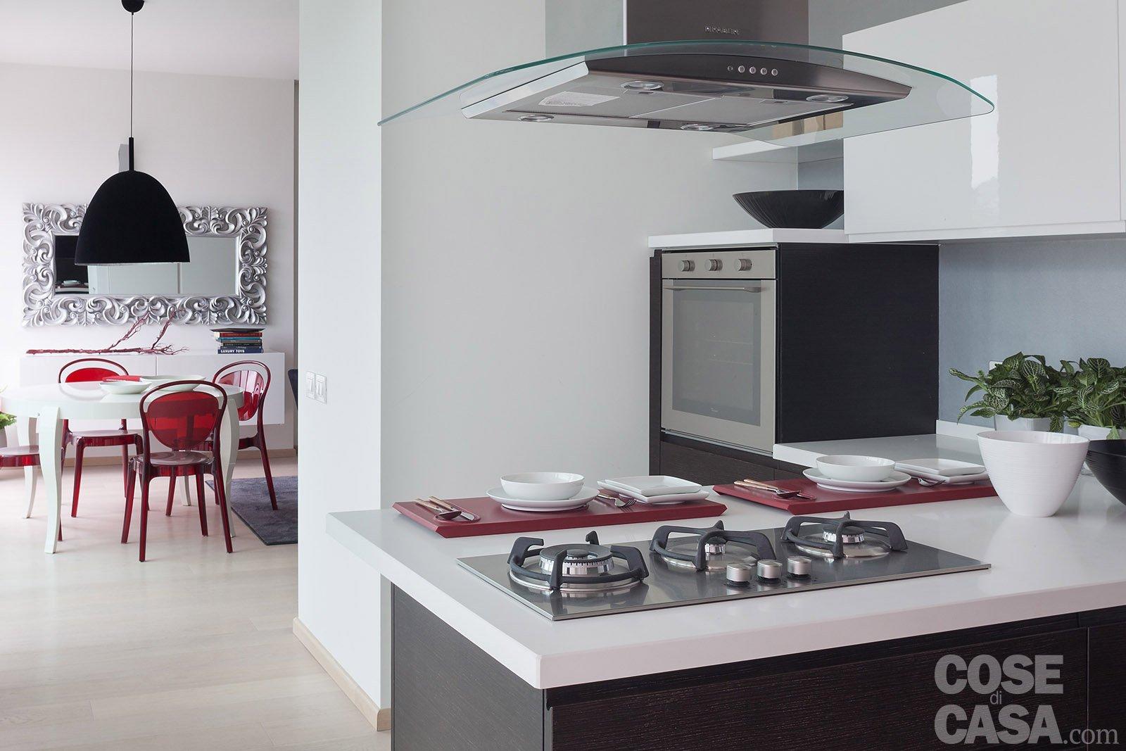 In meno di 100 mq una casa moderna con geometrie a 3 - Cucina piano cottura ...