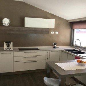Una mansarda con dislivello progetto in 3d e foto della - Cucina a ferro di cavallo ...