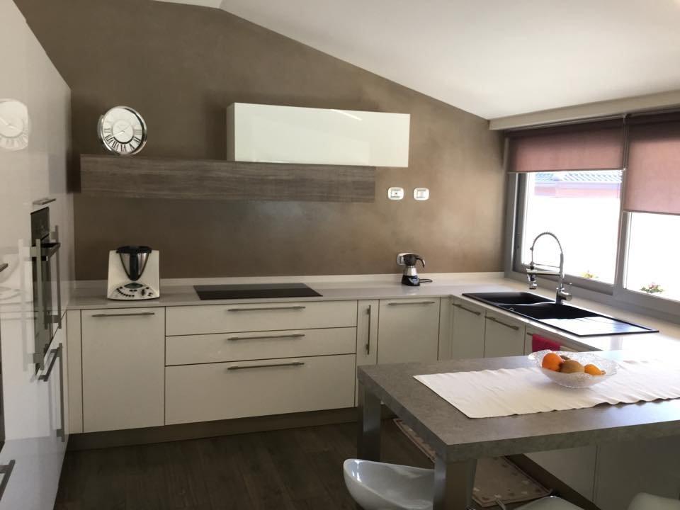 Una mansarda con dislivello progetto in 3d e foto della casa cose di casa - Cucina scacco semeraro ...