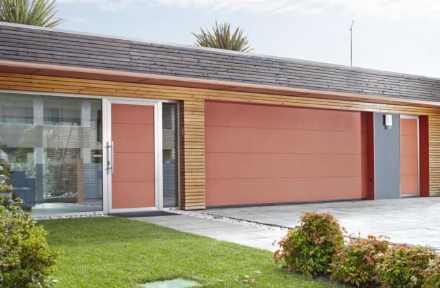 Porte per garage che fanno anche recuperare spazio cose for Garage di casa