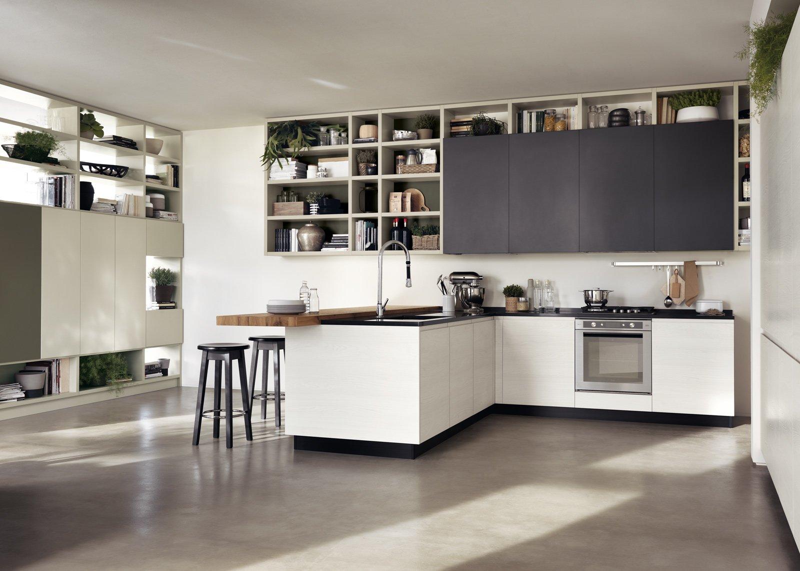 Cucina: contenere di più con tanti pensili o pensili grandi - Cose ...