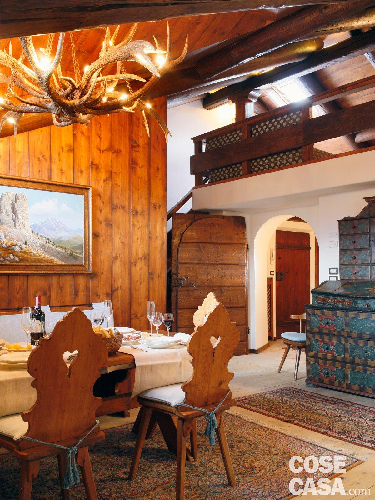 Mansarda tutta legno nuova vita per la casa di montagna - Cucina con soppalco ...