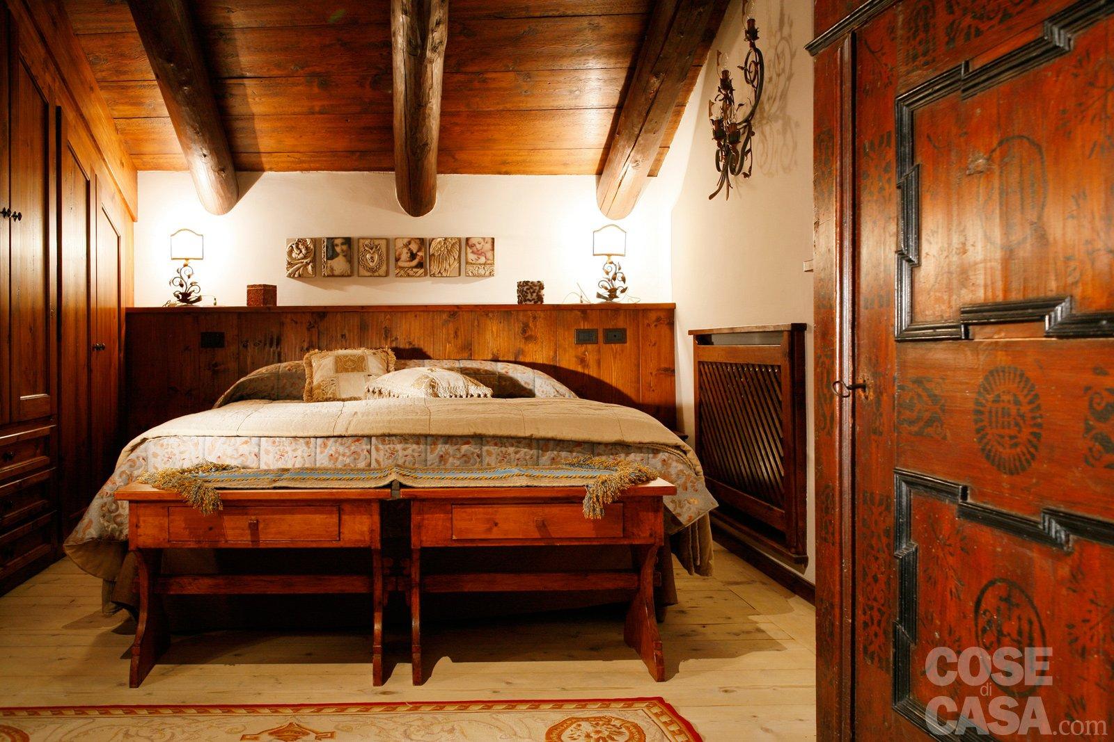 Mansarda tutta legno nuova vita per la casa di montagna - Camere da letto in legno rustico ...