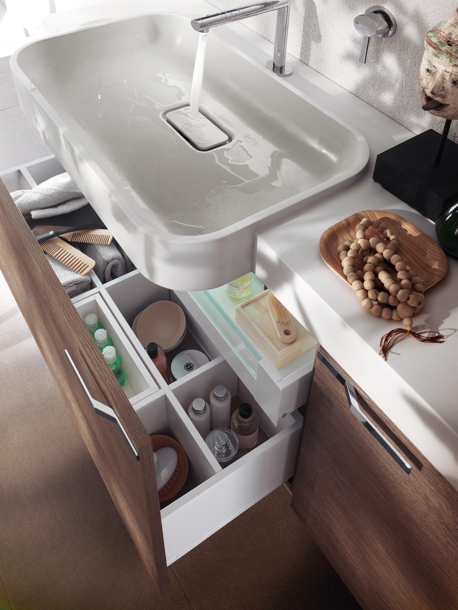 Mobili bagno con cassetti tutto in ordine sotto il lavabo for Maniglie mobili bagno