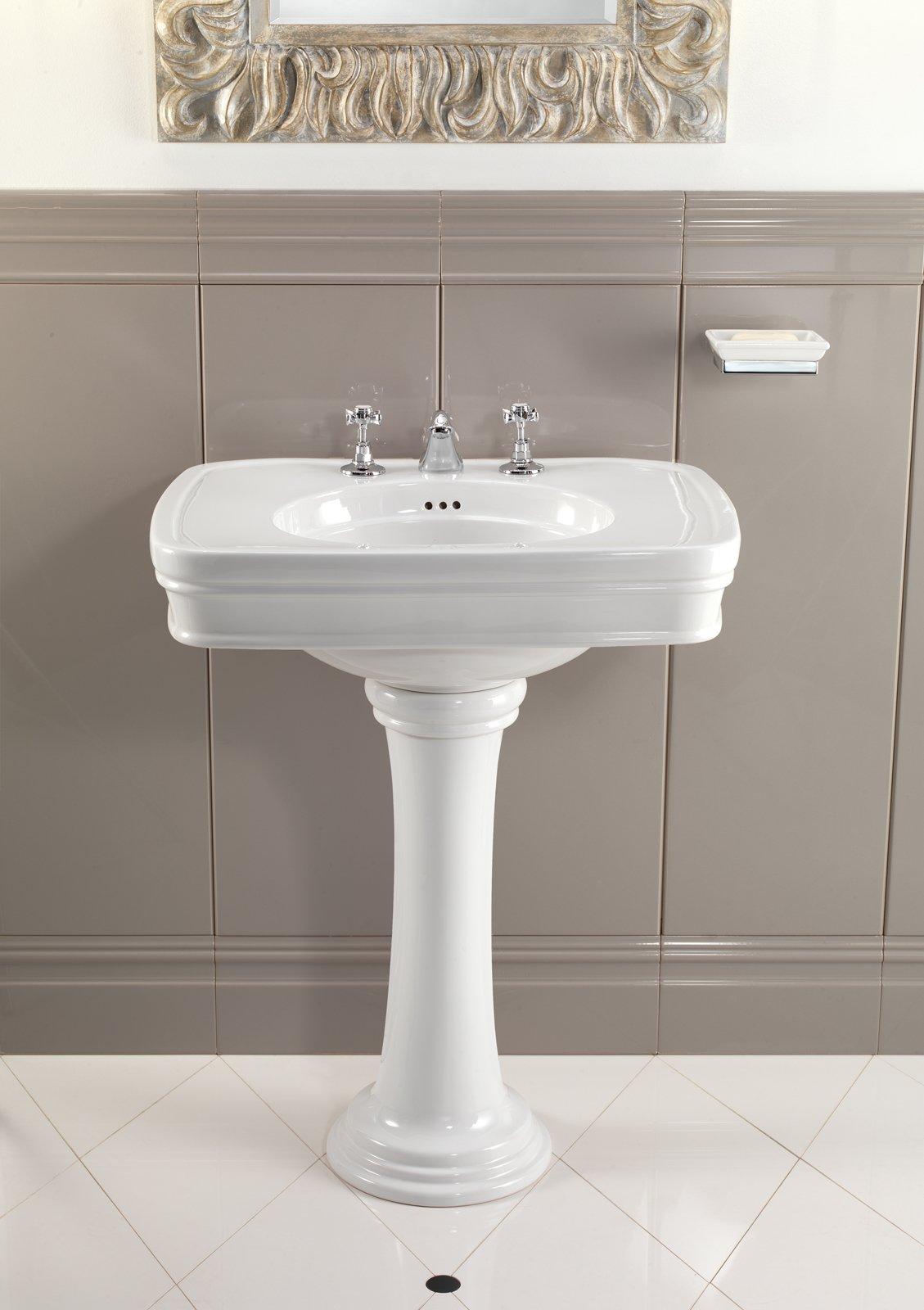Lavabi classici lo stile anche in bagno cose di casa - Piastrelle in inglese ...
