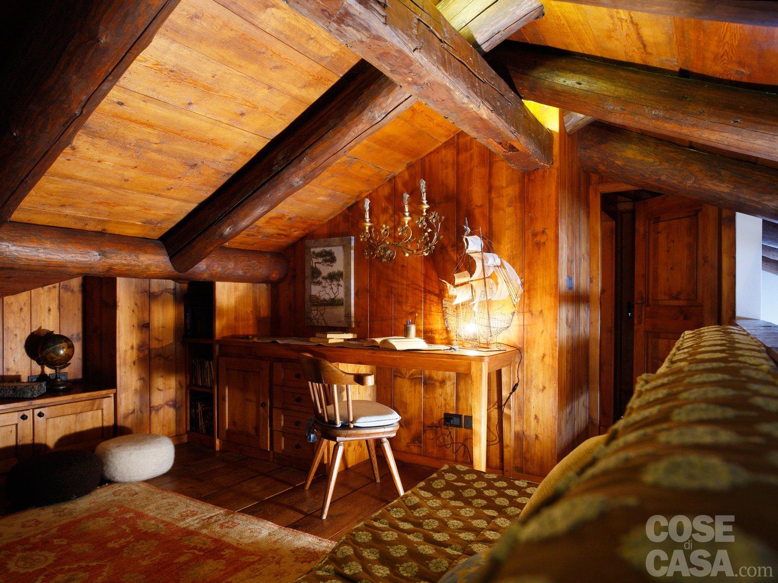 Mansarda tutta legno nuova vita per la casa di montagna for Immagini case antiche interni