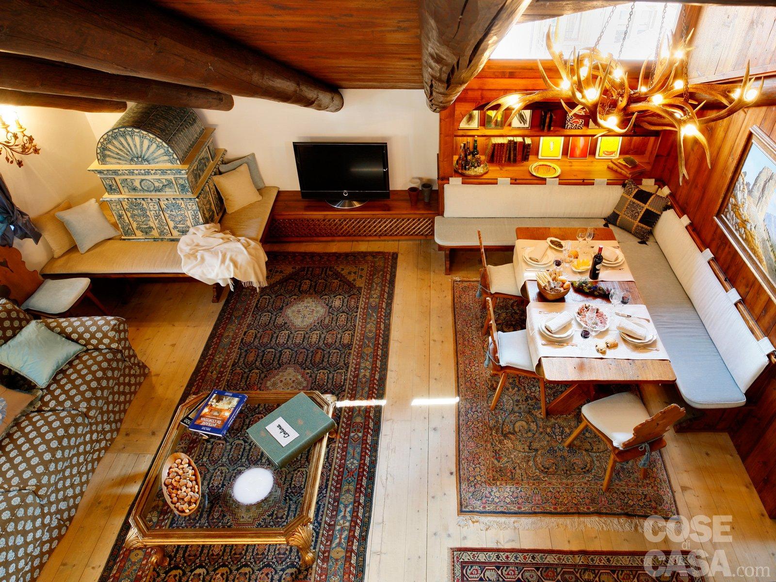 Case Di Montagna A Natale : Casa di legno su un pendio di montagna neve natale blu hhory di