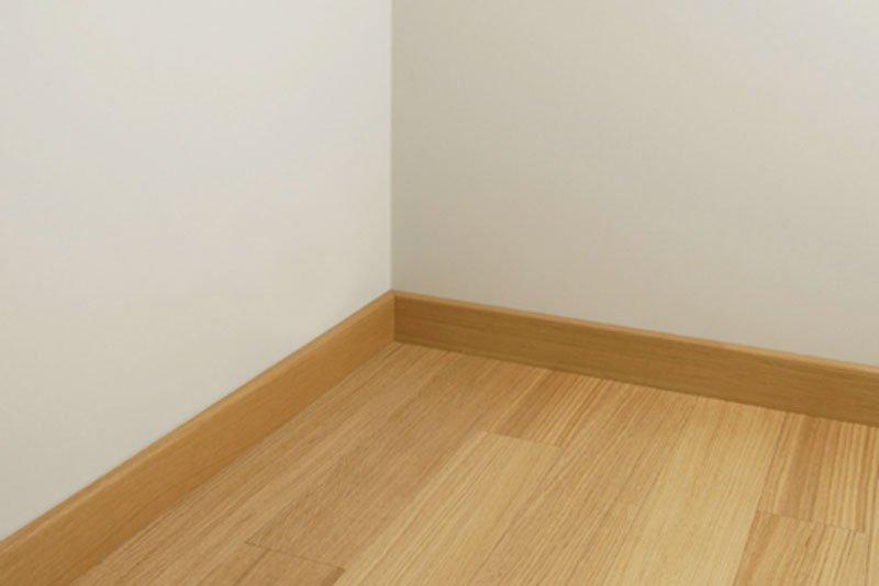 Zoccolino o battiscopa per rifinire il pavimento cose for Abbinamento parquet e porte