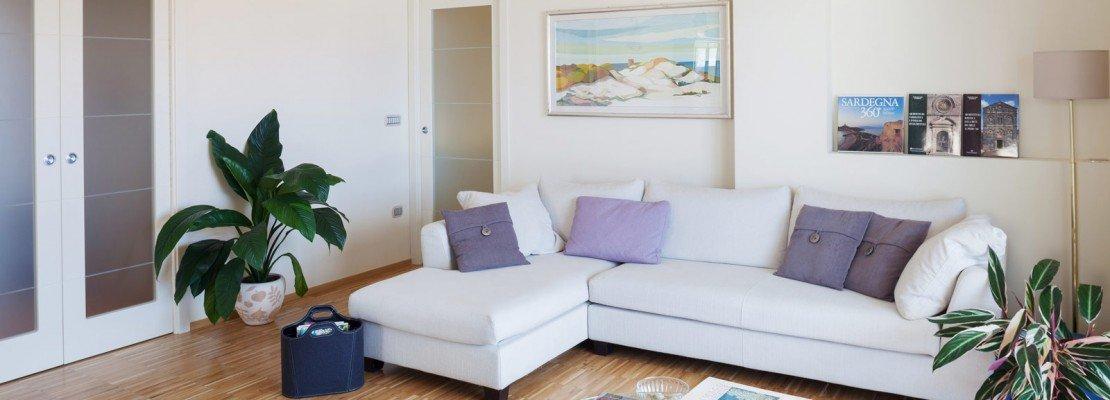 Impianto moderno e mobili d'epoca per la casa cittadina al mare ...