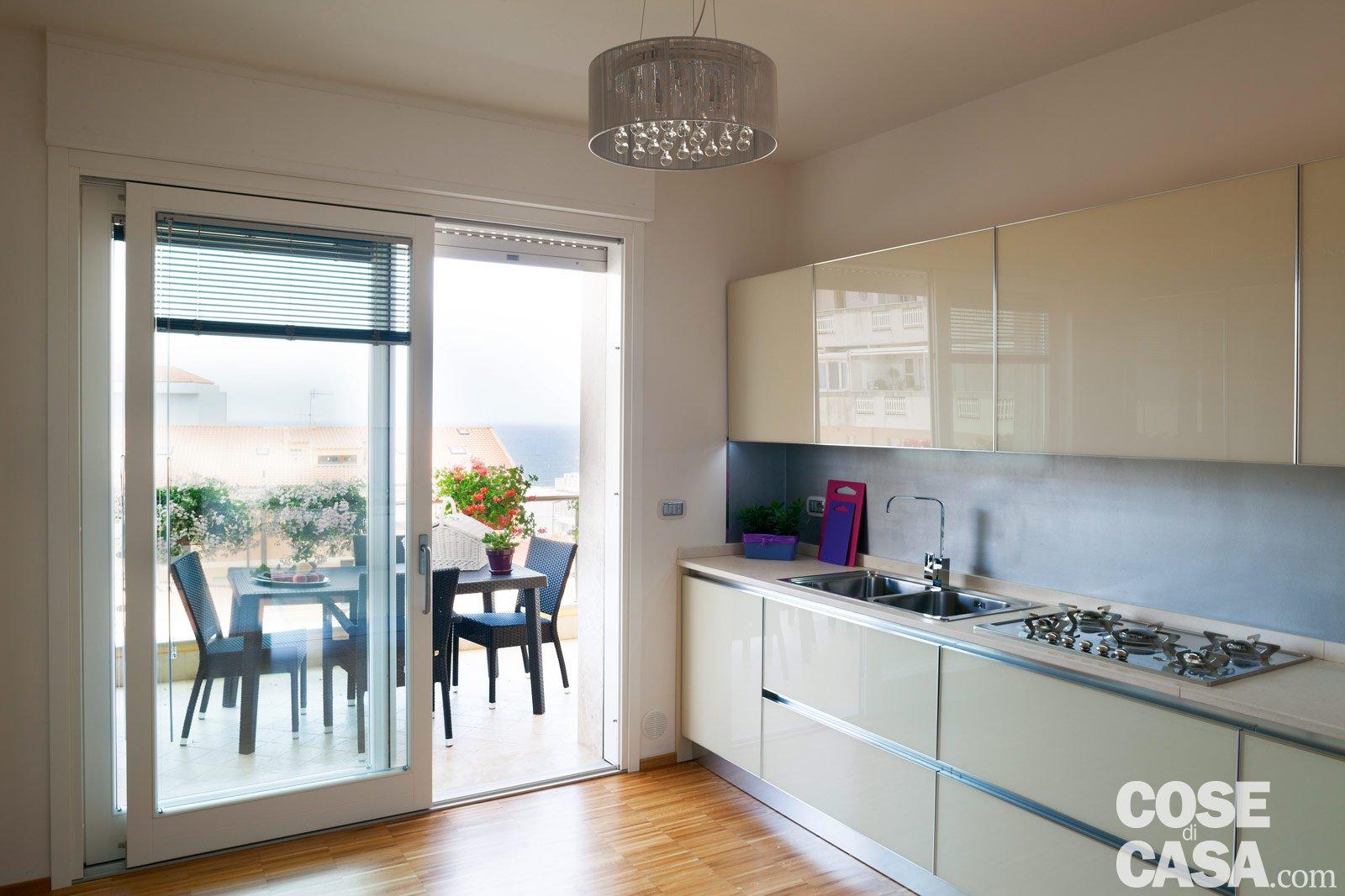 Una Casa Da Due Appartamenti. Con Vista Mare Cose Di Casa #624935 1600 1067 Immagini Di Cucine Americane