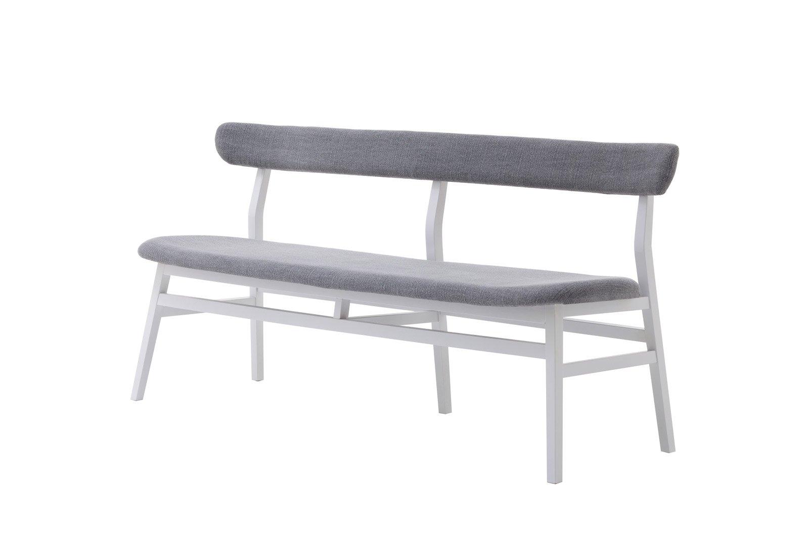 Brick 215 di Gervasoni è una panca con un alto schienale: la struttura è in faggio laccato bianco, la seduta e lo schienale sono imbottiti e rivestiti in tessuto grigio perla. È disponibile anche nella versione in noce Canaletto. www.gervasoni1882.com
