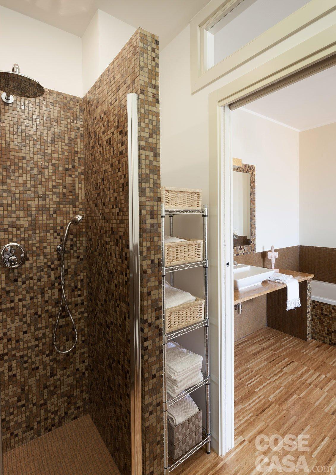 Una casa da due appartamenti con vista mare cose di casa for Box doccia in muratura foto