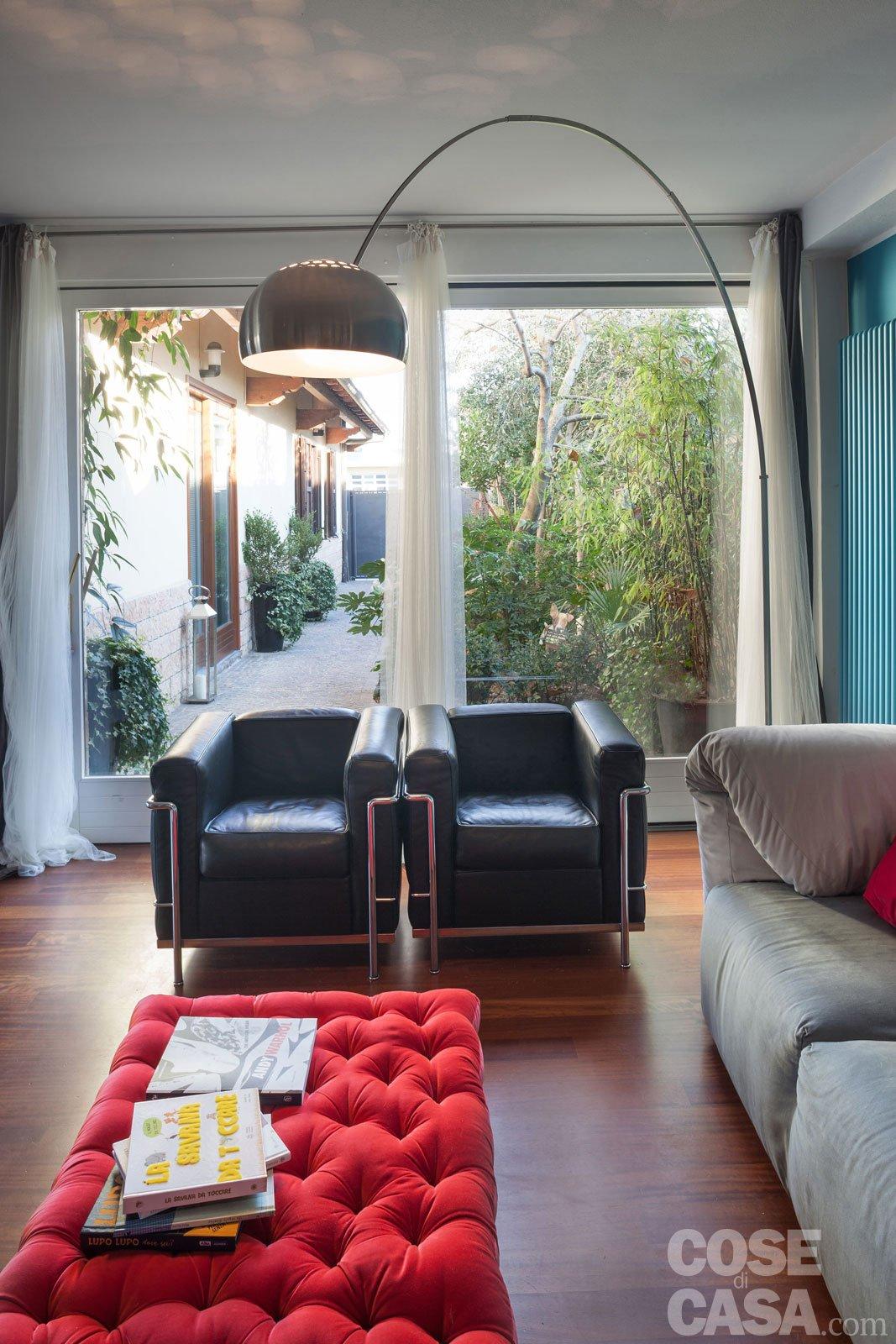 Una casa che punta sui contrasti e sul design cose di casa - Zona pranzo design ...