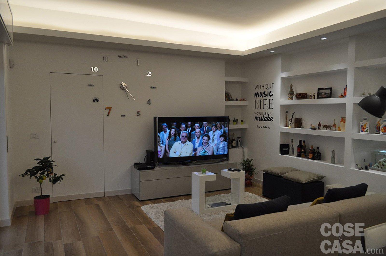 90 mq una casa da vivere in relax cose di casa for Immagini di controsoffitti in cartongesso per soggiorni