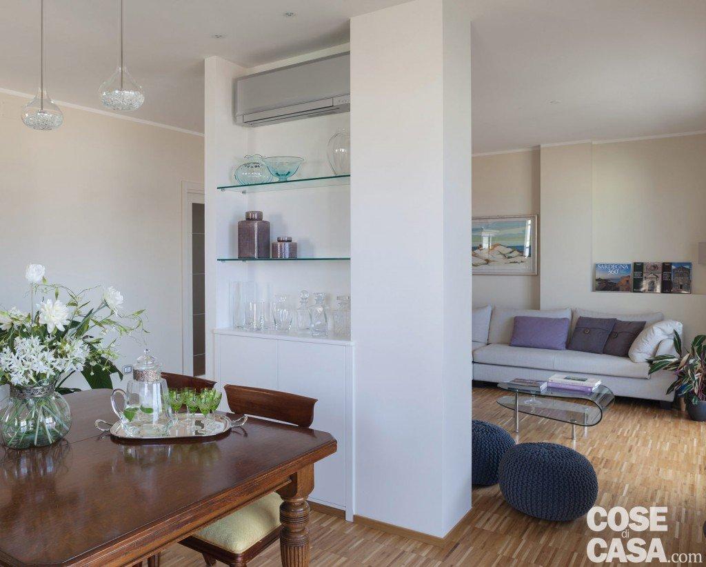 Una casa da due appartamenti con vista mare cose di casa - Mensole in vetro per soggiorno ...