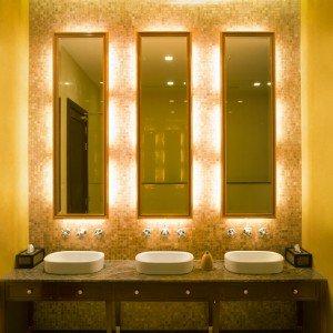 In bagno d cor a parete senza le piastrelle e contenendo - Vernice per bagno ...