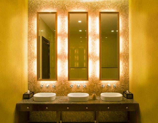 In bagno d cor a parete senza le piastrelle e contenendo - Stuccare piastrelle bagno ...