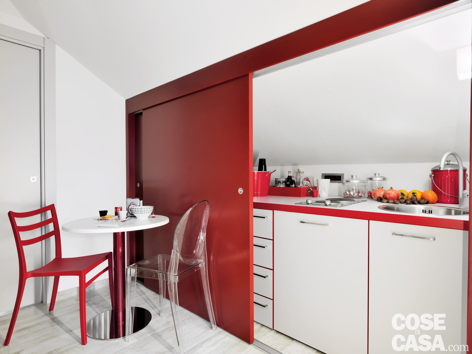 Trilocale di 96 mq recupero creativo per la mansarda cose di casa - Cucine per mansarde basse ...