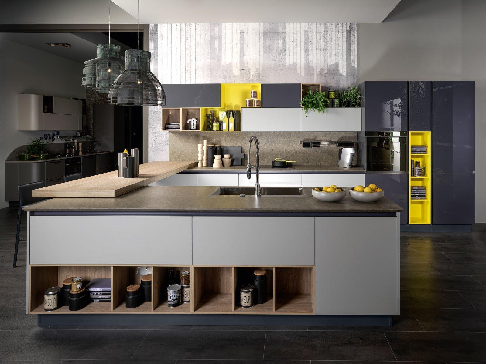 Cucine a isola un blocco centrale che coniuga estetica e for Cucina a concetto aperta con isola