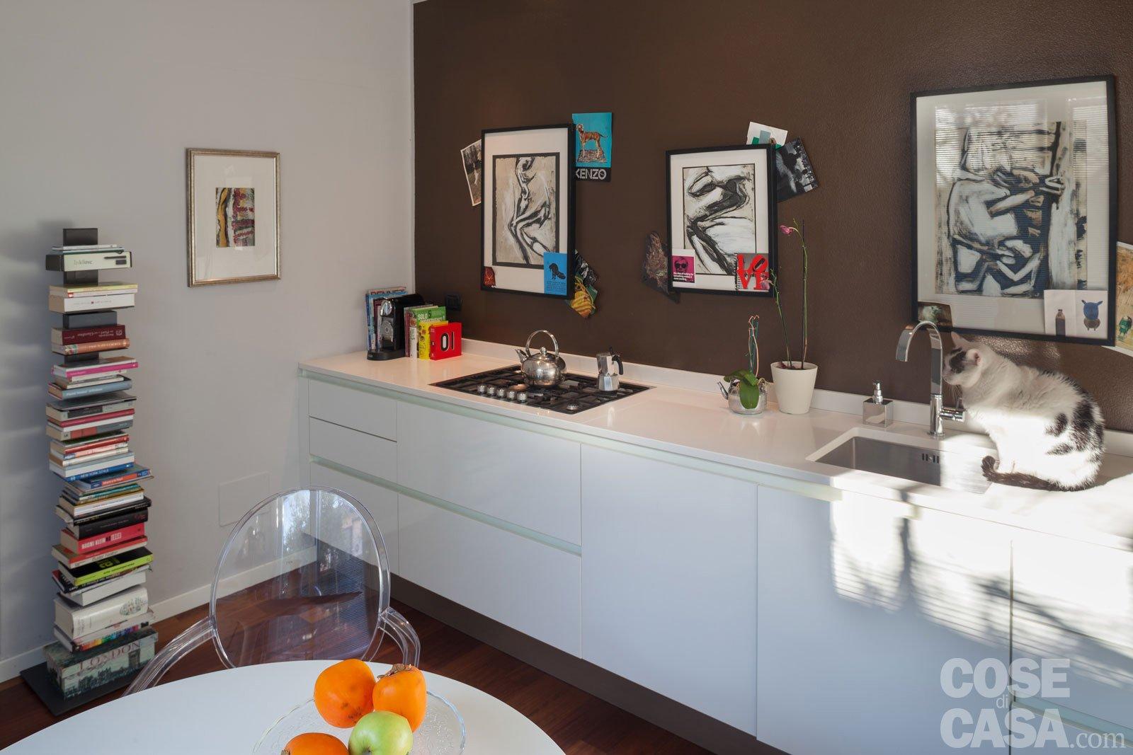 Una casa che punta sui contrasti e sul design   cose di casa