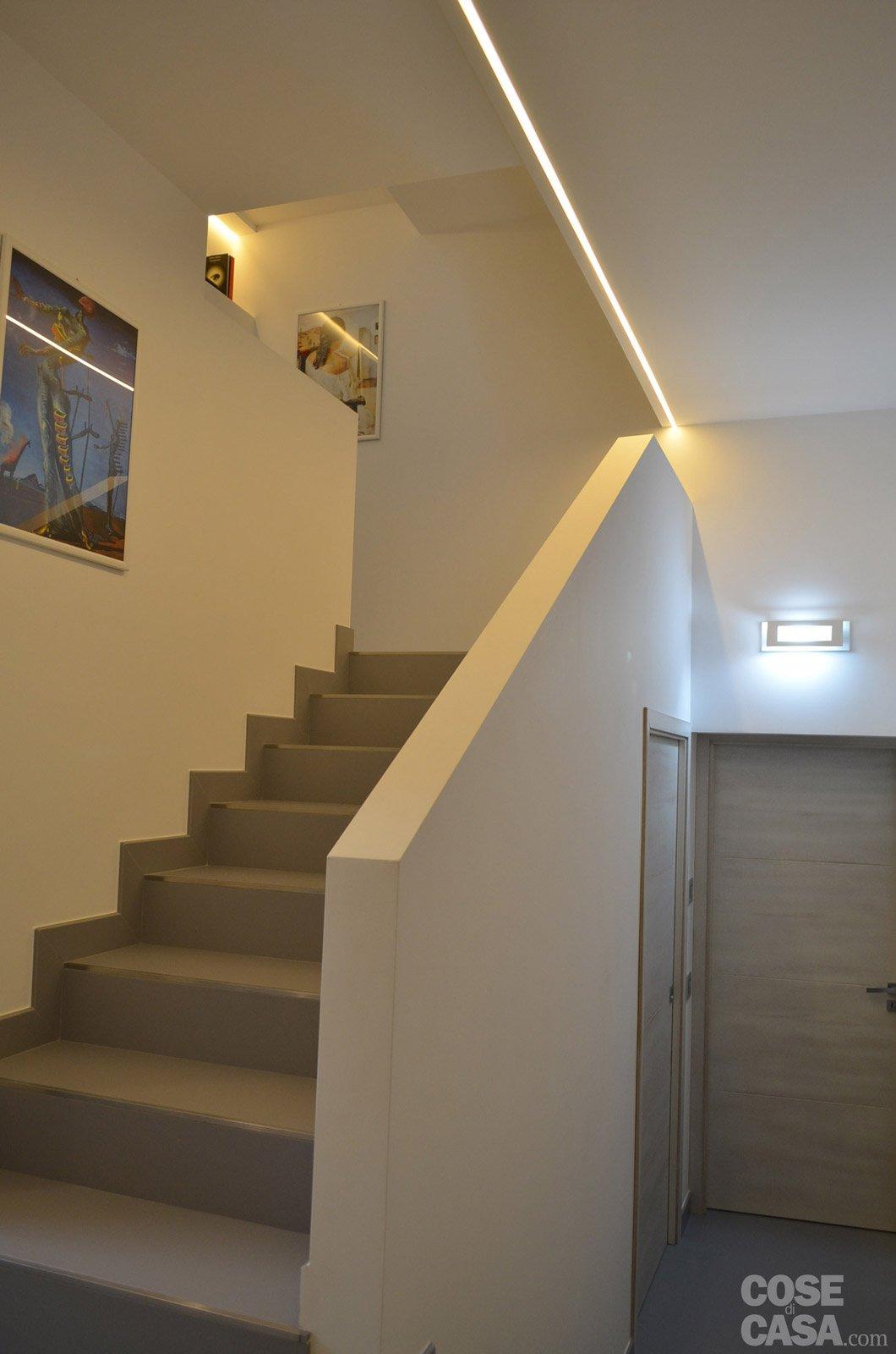 Contemporanea su 3 livelli una casa che sfrutta al meglio la pendenza del terreno cose di casa - Foto scale interne ...