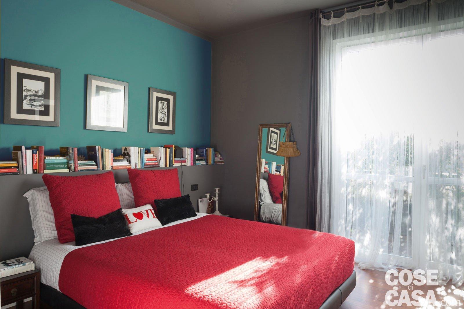Una casa che punta sui contrasti e sul design cose di casa - Pareti colorate in camera da letto ...