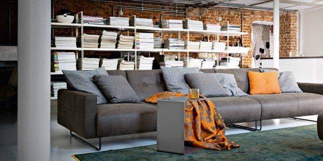 Soggiorno tre soluzioni per il divano cose di casa for Soluzioni per soggiorno
