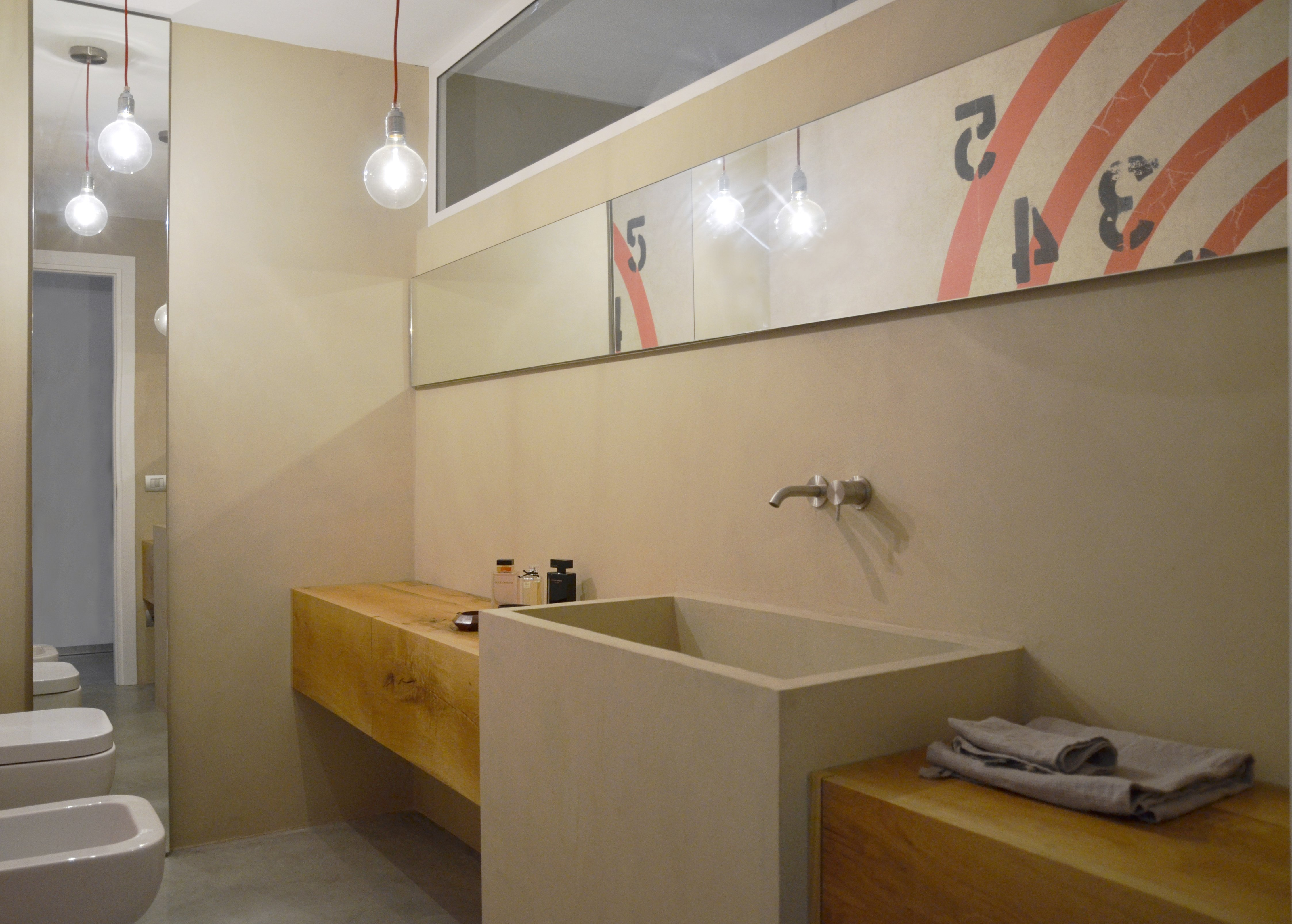 In bagno d cor a parete senza le piastrelle e contenendo - Pitturare piastrelle bagno ...
