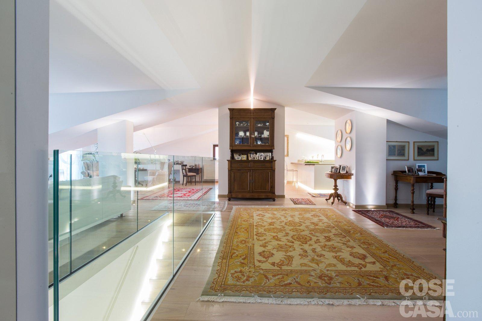 Pi luce nell 39 attico con mansarda cose di casa for Case moderne sotto 100k