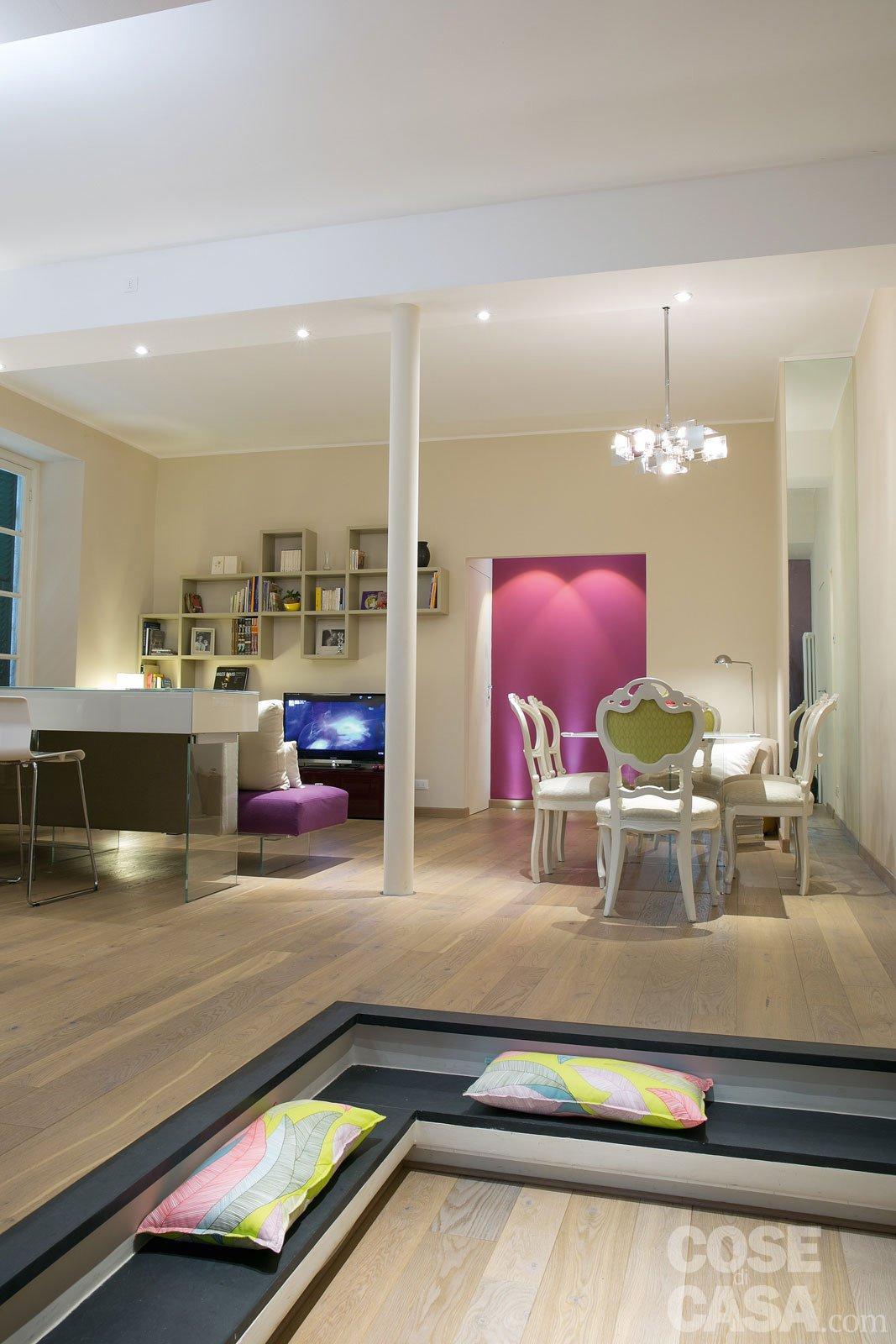 Una casa new classic a tinte vivaci cose di casa for Immagini salotto