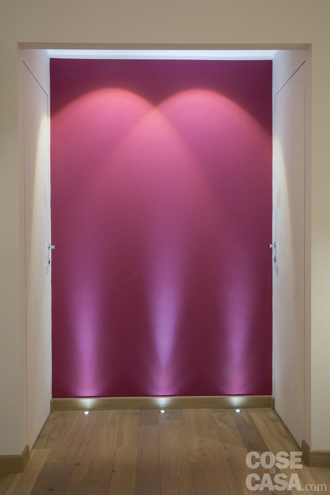 Faretti Muro Interno: Illuminare un bagno cieco foto design mag.