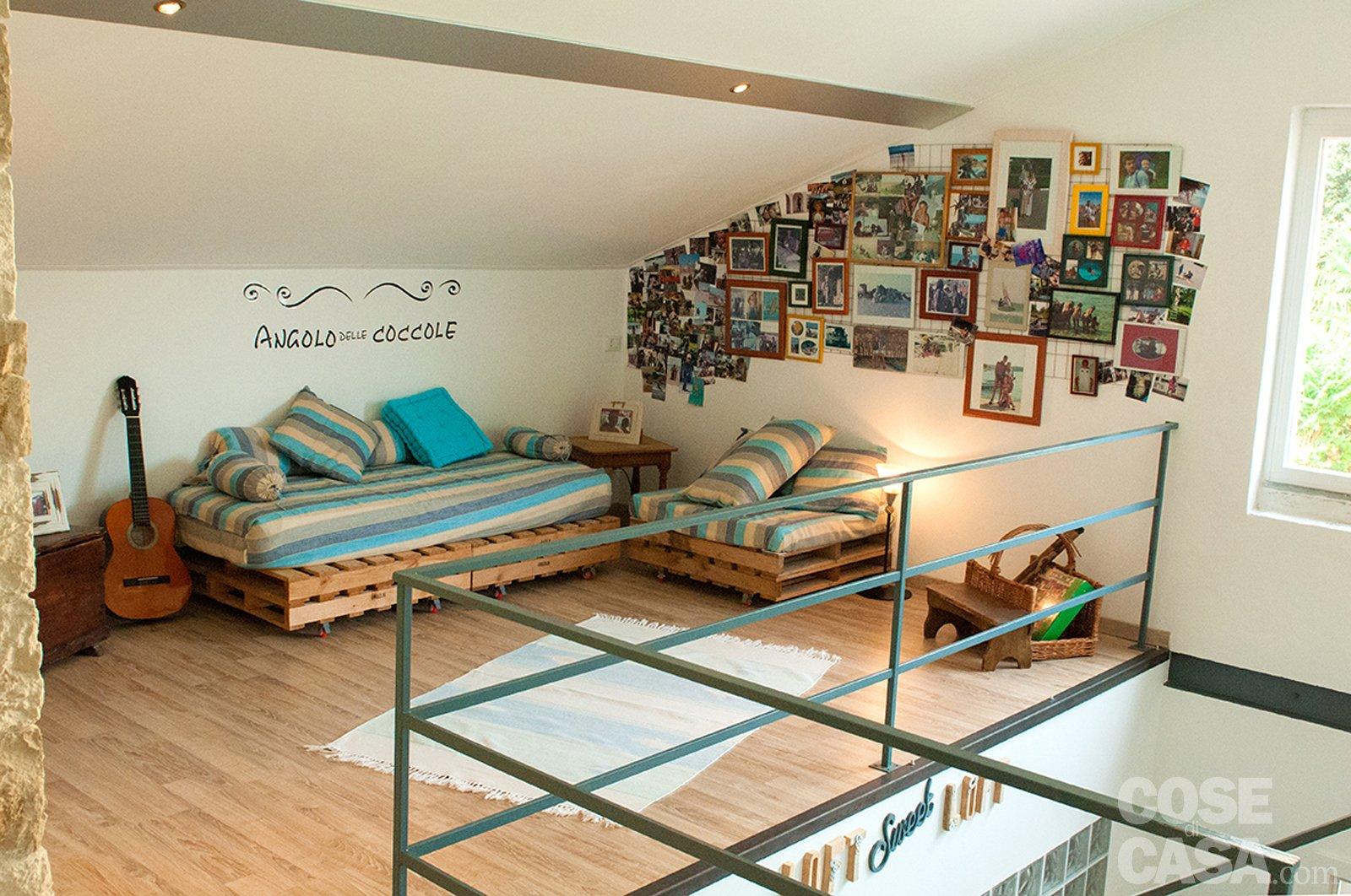 Angolo lettura in camera da letto idee per il design for Piccole planimetrie della casa con soppalco