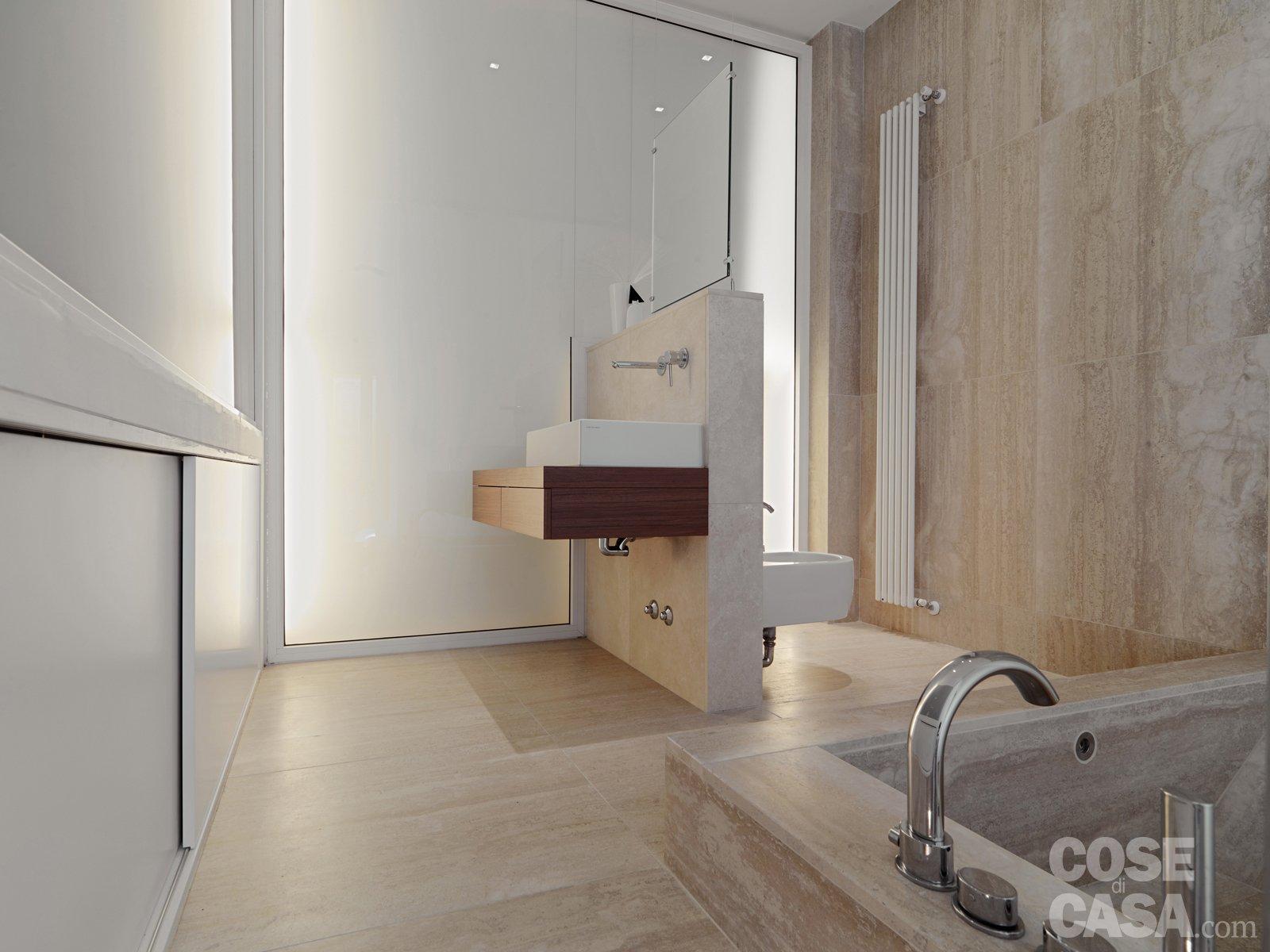 58 mq una casa sviluppata su pi livelli cose di casa - Bagno con muretto ...