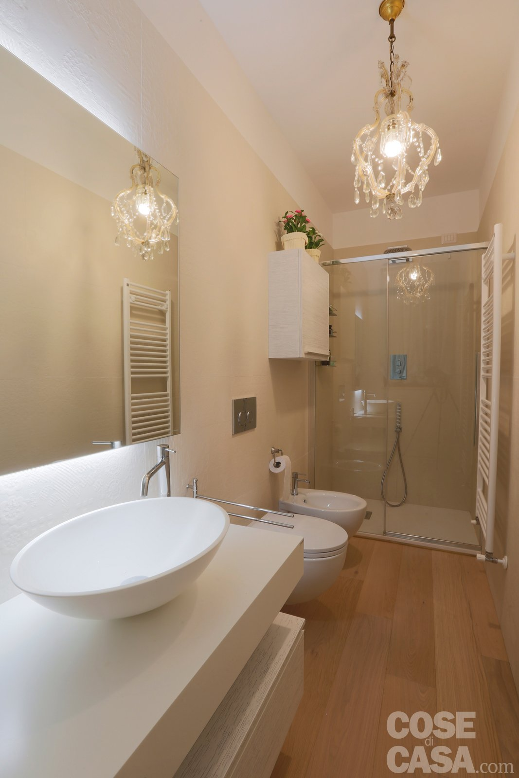 Pi luce nell 39 attico con mansarda cose di casa for Luci bagno ikea