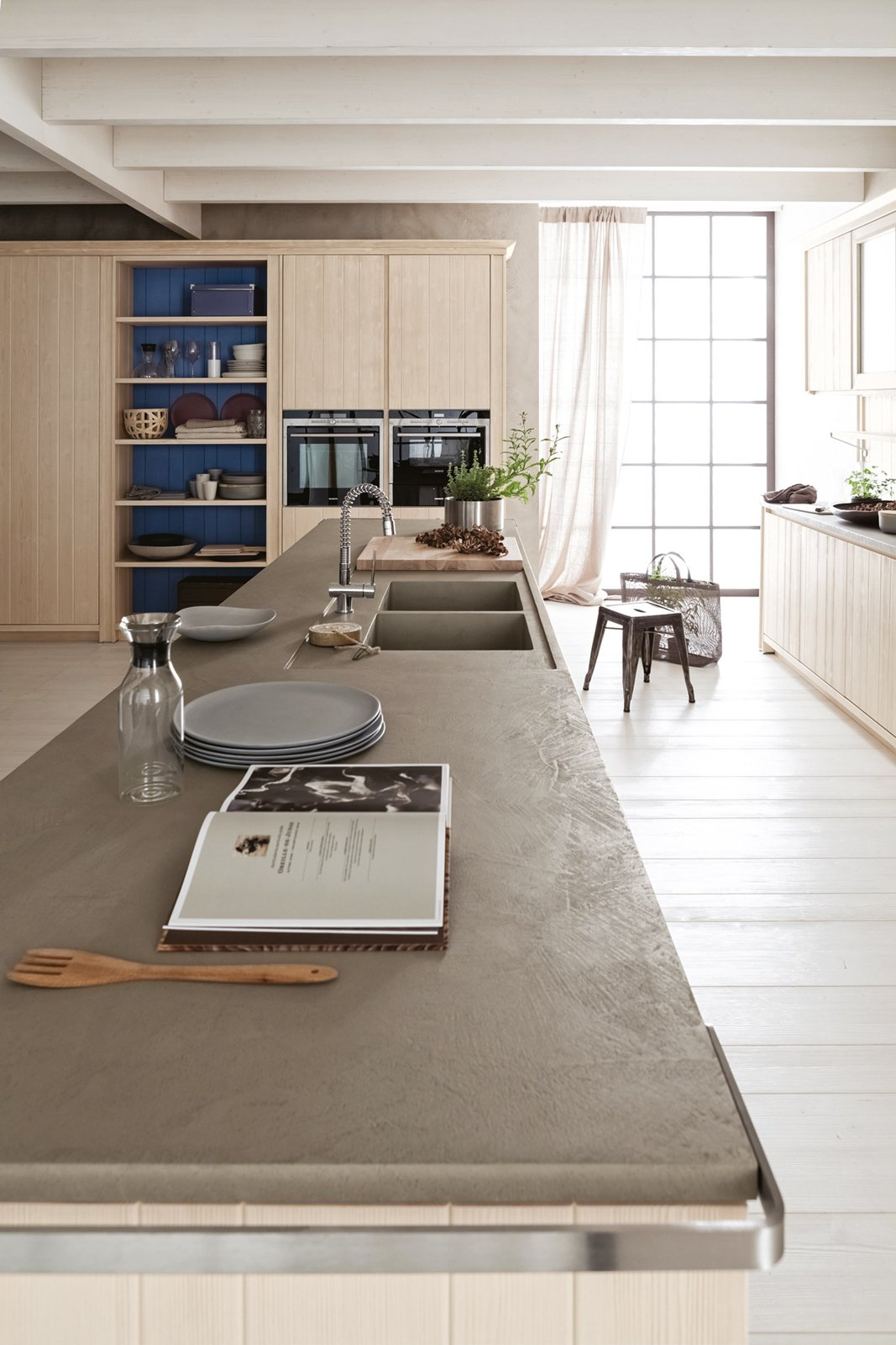 Cucine con grandi piani di lavoro cose di casa for Piani di casa con archiviazione rv