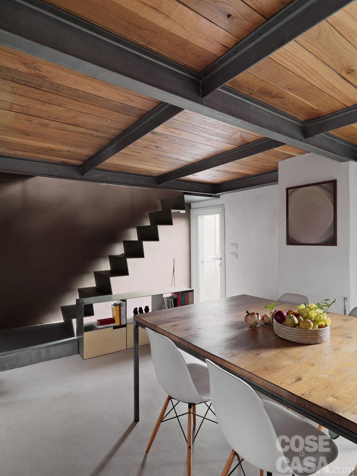 65 mq una casa che si sviluppa in verticale cose di casa - Struttura in ferro per casa ...