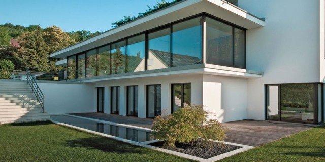 Interni luminosi e massima protezione da caldo e freddo for Ville moderne con vetrate