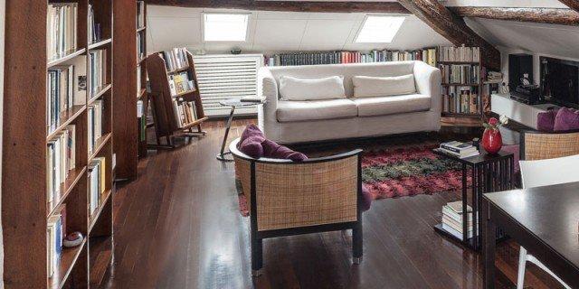 67 mq la mansarda con travi in legno cose di casa for Arredare casa con travi a vista