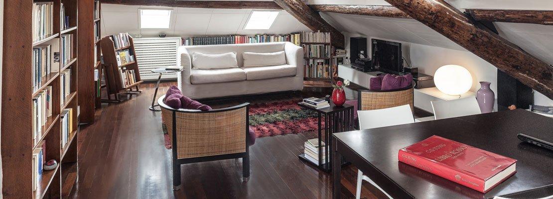 67 mq la mansarda con travi in legno cose di casa for Casa in legno 25 mq