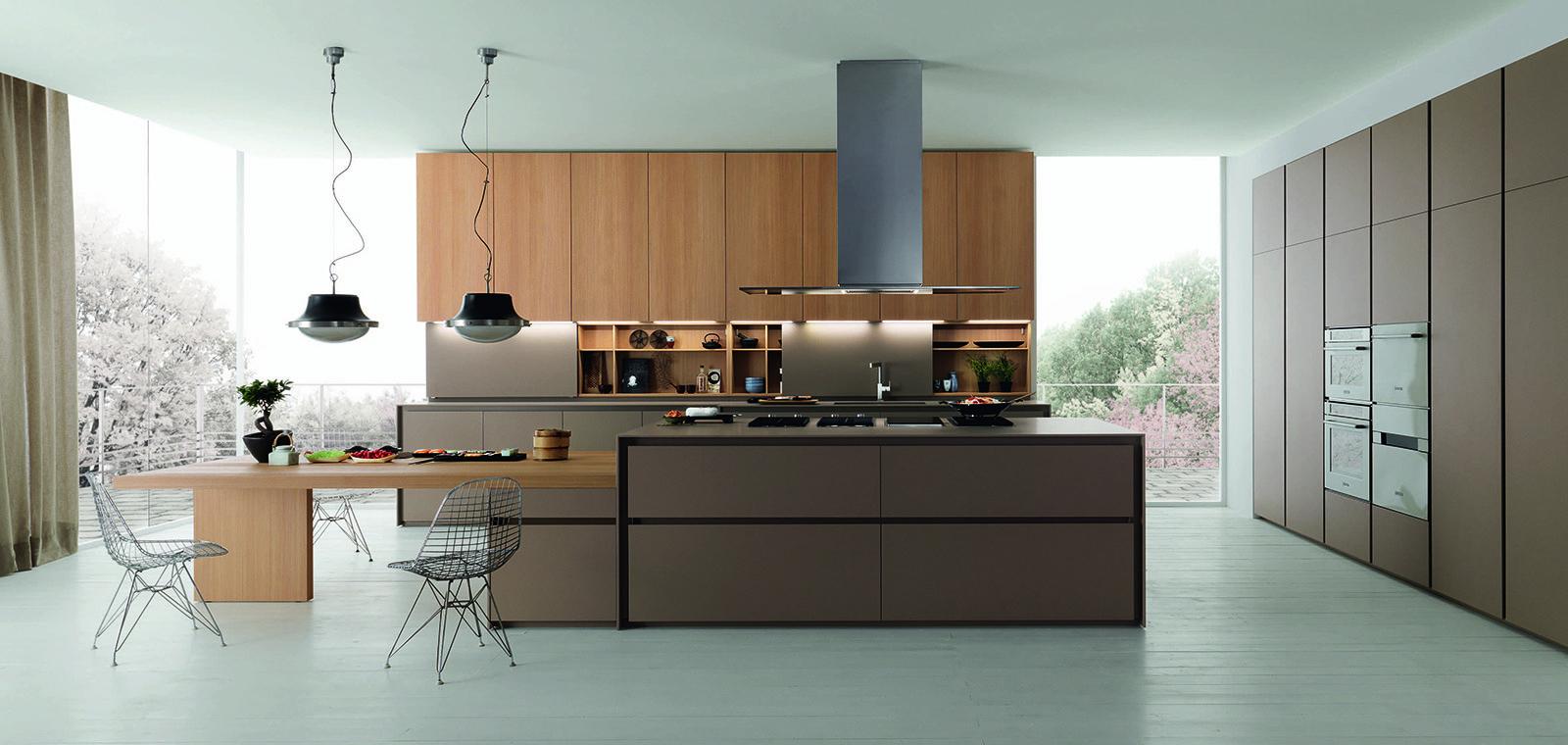 Cucine a tinte scure cose di casa for Cucine moderne scure